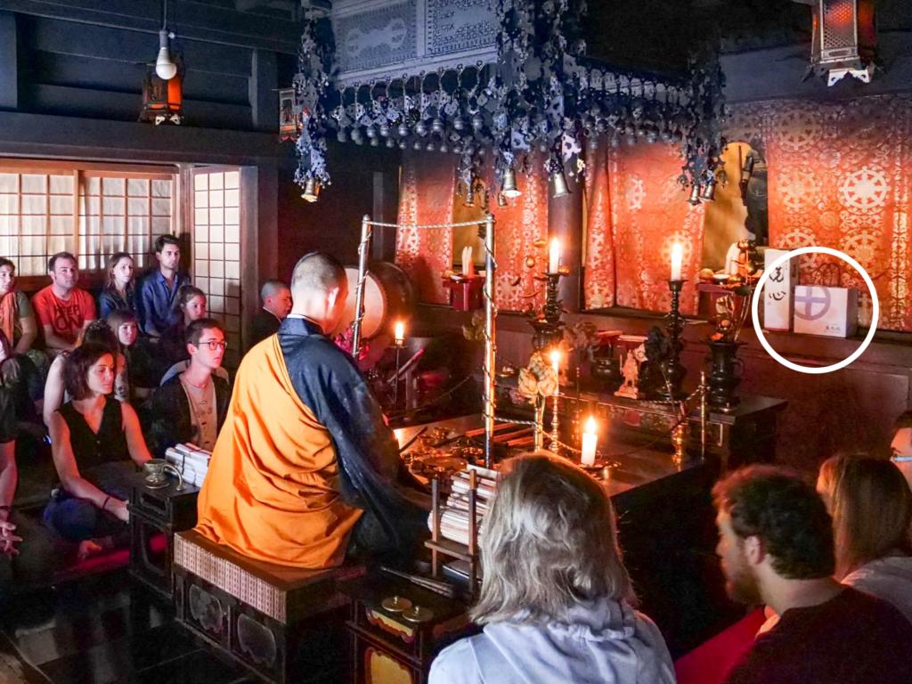 2019年7月3日 高野山・恵光院の毘沙門天にで祈祷を受けている様子